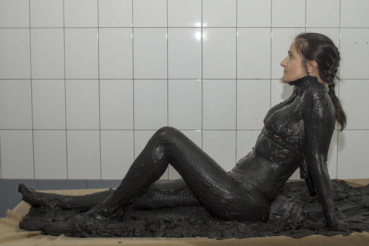 Девушка лечебная грязь, анальный секс с пьяными порно